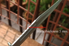 Rambo-3-knife-image-of-thickness